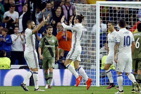 Real Madrid 5-1 Legia Warsaw: Ronaldo khong ghi ban, Real mat ngoi dau - Anh 1