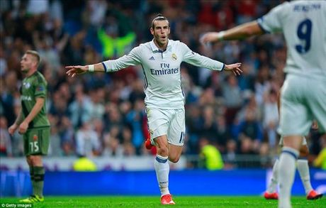 Real Madrid 5-1 Legia Warsaw: Ronaldo khong ghi ban, Real mat ngoi dau - Anh 2