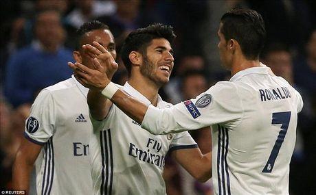 Real Madrid 5-1 Legia Warsaw: Ronaldo khong ghi ban, Real mat ngoi dau - Anh 4