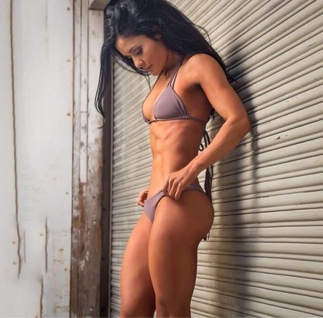 3 vong san chac la lung cua nu HLV the duc Jessica Arevalo - Anh 1