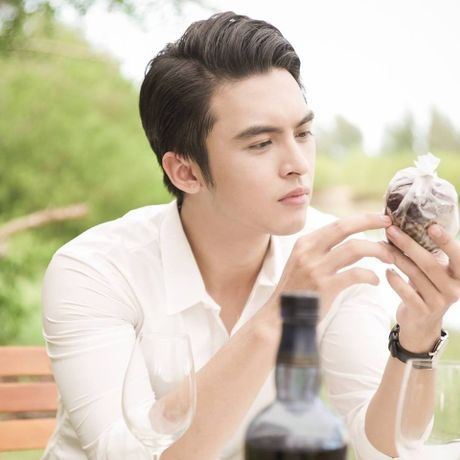 Danh tinh 'hot boy ban banh' khien Chi Pu cung thon thuc - Anh 5