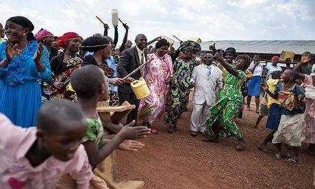 Can canh dam cuoi tap the cua nguoi ti nan Cong-go o Burundi - Anh 10