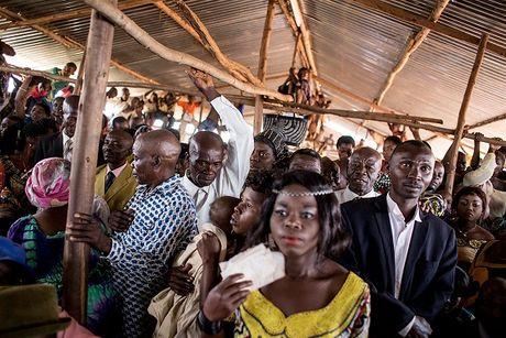 Can canh dam cuoi tap the cua nguoi ti nan Cong-go o Burundi - Anh 5