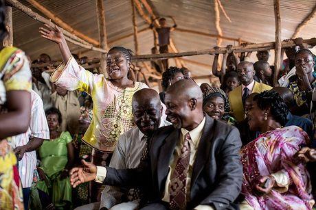Can canh dam cuoi tap the cua nguoi ti nan Cong-go o Burundi - Anh 7