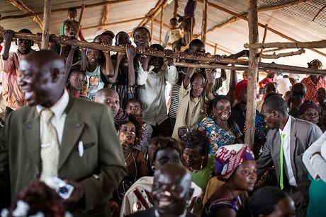 Can canh dam cuoi tap the cua nguoi ti nan Cong-go o Burundi - Anh 8