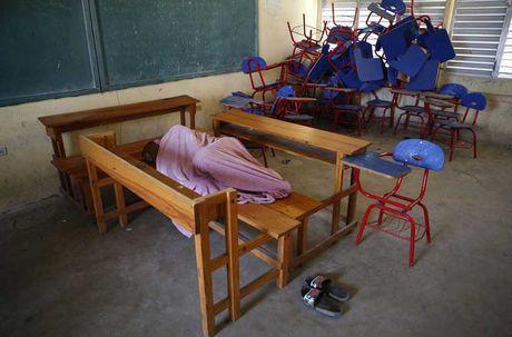 Khung hoang nhan dao o Haiti sau sieu bao Matthew - Anh 12