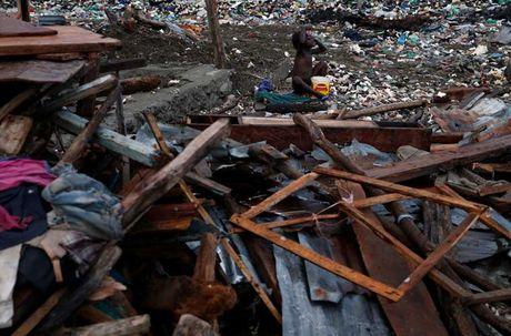 Khung hoang nhan dao o Haiti sau sieu bao Matthew - Anh 15