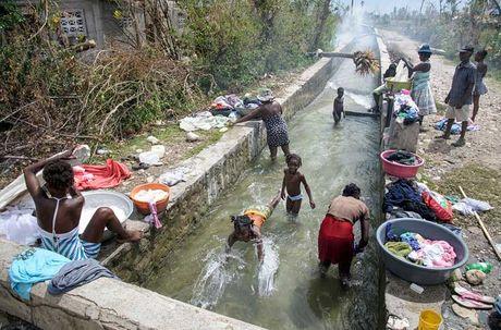 Khung hoang nhan dao o Haiti sau sieu bao Matthew - Anh 16