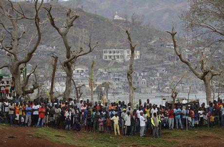 Khung hoang nhan dao o Haiti sau sieu bao Matthew - Anh 8