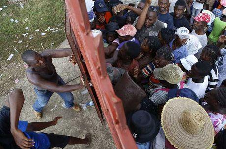 Khung hoang nhan dao o Haiti sau sieu bao Matthew - Anh 9
