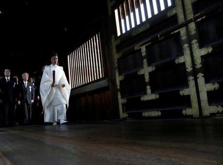 Han Quoc, Trung Quoc 'noi gian' vi quan chuc Nhat tham den Yasukuni - Anh 1