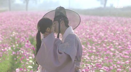 May hoa anh trang tap cuoi: Park Bo Gum - Kim Yoo Jung tra gia dat vi hanh phuc - Anh 2