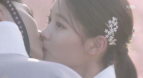 May hoa anh trang tap cuoi: Park Bo Gum - Kim Yoo Jung tra gia dat vi hanh phuc - Anh 3
