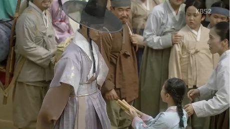 'May hoa anh trang' tap cuoi: Tat ca deu hanh phuc, chi minh nam phu chet tuc tuoi - Anh 12