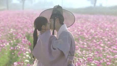 'May hoa anh trang' tap cuoi: Tat ca deu hanh phuc, chi minh nam phu chet tuc tuoi - Anh 15