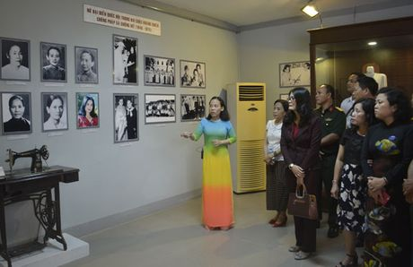 Trung bay chuyen de 'Nu dai bieu Quoc hoi' - Anh 1