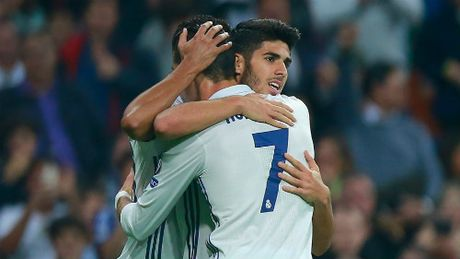 Real: Ronaldo choi vi dong doi, Zidane khen het loi - Anh 1