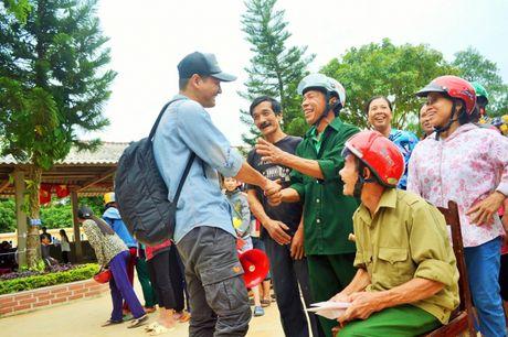 Dang sau nhung giot mo hoi cua MC Phan Anh khi ve voi Quang Binh - Anh 2