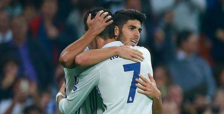 Ronaldo lo ky luc, Real van du suc 'diet gon' doi thu vo danh - Anh 1