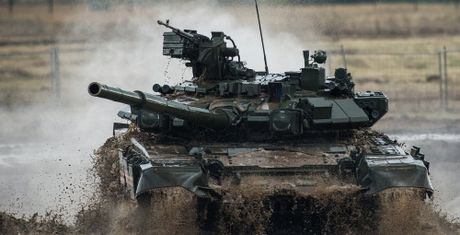 Dai ta VN tra loi bao Nga: Vi sao VN quan tam den xe tang T-90? - Anh 1