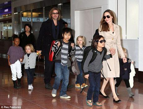 Angelina Jolie lan dau lo dien sau khi doi ly di Brad Pitt - Anh 3