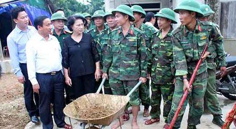 Chu tich Quoc hoi Nguyen Thi Kim Ngan vao tham vung lu Ha Tinh - Anh 2