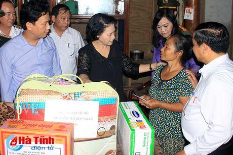 Chu tich Quoc hoi: Ha Tinh can tap trung khac phuc hau qua, som on dinh doi song nhan dan - Anh 2