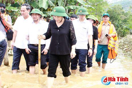 Chu tich Quoc hoi: Ha Tinh can tap trung khac phuc hau qua, som on dinh doi song nhan dan - Anh 5