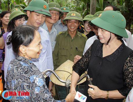 Chu tich Quoc hoi: Ha Tinh can tap trung khac phuc hau qua, som on dinh doi song nhan dan - Anh 6