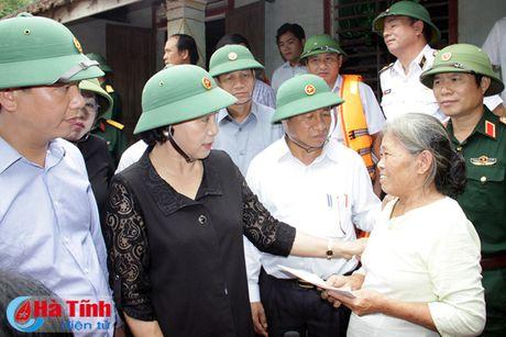 Chu tich Quoc hoi: Ha Tinh can tap trung khac phuc hau qua, som on dinh doi song nhan dan - Anh 7