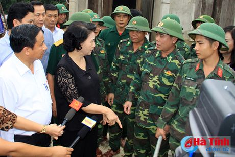 Chu tich Quoc hoi: Ha Tinh can tap trung khac phuc hau qua, som on dinh doi song nhan dan - Anh 8
