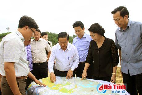 Chu tich Quoc hoi: Ha Tinh can tap trung khac phuc hau qua, som on dinh doi song nhan dan - Anh 9