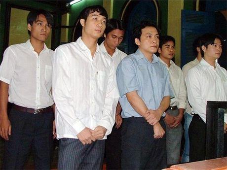 Thuc hu chuyen bong da Viet Nam dung hang 3 the gioi ve tieu cuc - Anh 1