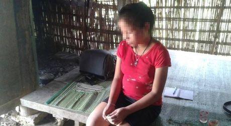 Thanh Hoa: Be gai 12 tuoi mang thai 7 thang nghi ngo do bi hang xom hiep dam - Anh 1
