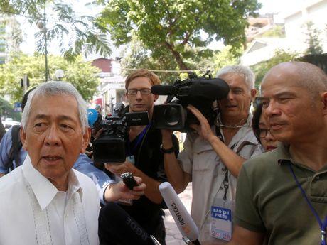 Ong Duterte tham Trung Quoc: Khong ban quyen danh ca o Bien Dong - Anh 2