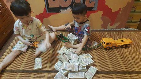 Hai cau be dap ong heo de gui cho 'chu Phan Anh' la hinh anh dang yeu nhat hom nay! - Anh 1
