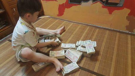 Hai cau be dap ong heo de gui cho 'chu Phan Anh' la hinh anh dang yeu nhat hom nay! - Anh 3