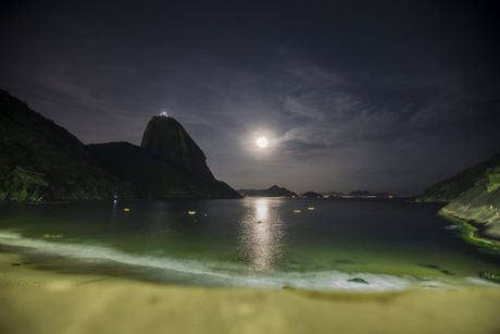 Chiem nguong 'Hunter's moon' roi sang bau troi the gioi - Anh 8