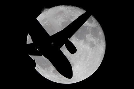 Chiem nguong 'Hunter's moon' roi sang bau troi the gioi - Anh 9