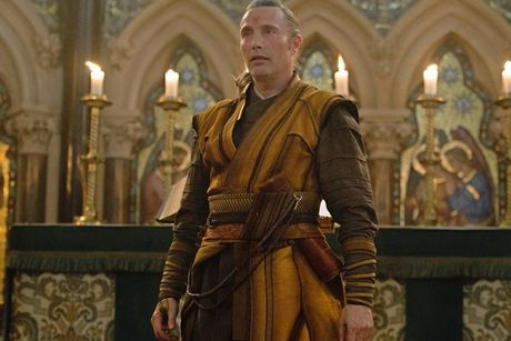 Khac biet cua nhan vat trong 'Doctor Strange' so voi truyen - Anh 10