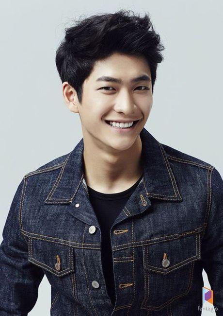 Fan nu lo ngai khi Kang Tae Oh chi muon nam tay Manh Truong - Anh 2