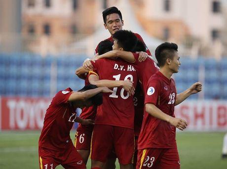 HLV Hoang Anh Tuan tiet lo ly do giup U19 Viet Nam lot xac - Anh 1