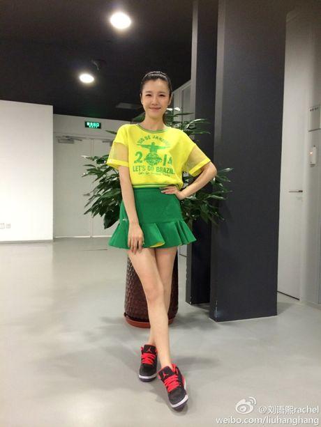 'Toat mo hoi' voi 6 chan dai gay xon xao khan dai - Anh 10