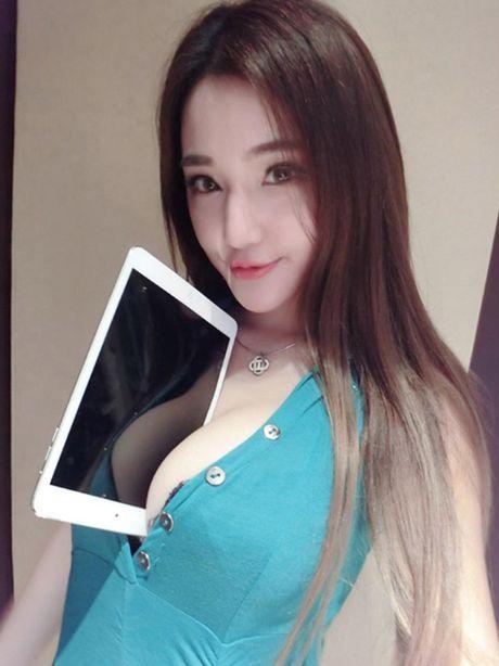 'Toat mo hoi' voi 6 chan dai gay xon xao khan dai - Anh 11