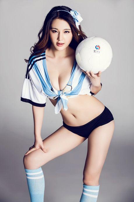 'Toat mo hoi' voi 6 chan dai gay xon xao khan dai - Anh 12
