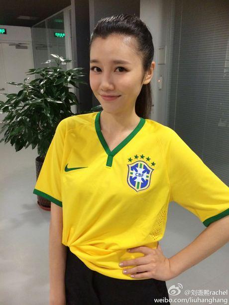 'Toat mo hoi' voi 6 chan dai gay xon xao khan dai - Anh 7