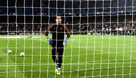 TRUC TIEP Barcelona 1-0 Manchester City: Leo Messi mo ti so - Anh 6