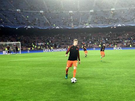 TRUC TIEP Barcelona 1-0 Manchester City: Leo Messi mo ti so - Anh 8