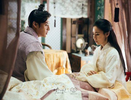 Ngoai Lee Jun Ki va IU, con 5 moi tinh cam dong trong' Moon Lovers' - Anh 1