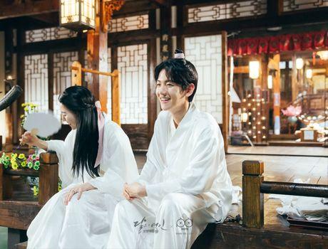 Ngoai Lee Jun Ki va IU, con 5 moi tinh cam dong trong' Moon Lovers' - Anh 7